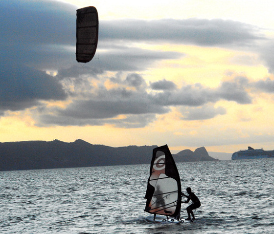Windsurfer and Kitesurfer: united by wind