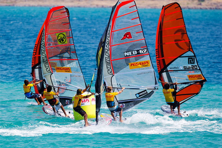 Pumping: a great way to increase speed in windsurfing | Photo: Carter/PWA