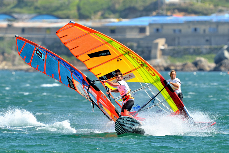 Windsurfing: get fast and competitive in Slalom races | Photo: Carter/PWA