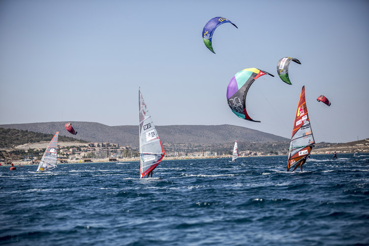 Windsurfers: they have priority over kiteboarders | Photo: Red Bull