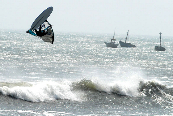 Wave windsurfing in Peru: natural ramps