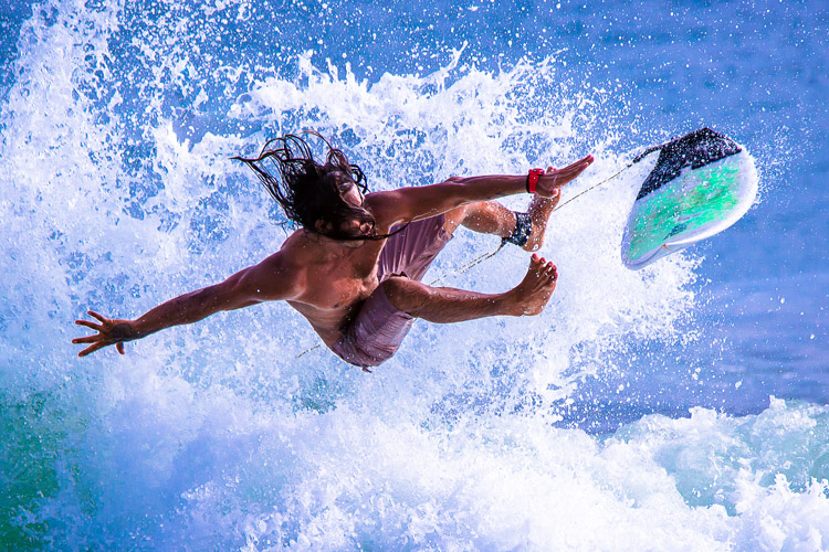 Surfing: wipeouts and injuries happen all the time, so get a first aid kit for your surf trip | Photo: Shutterstock