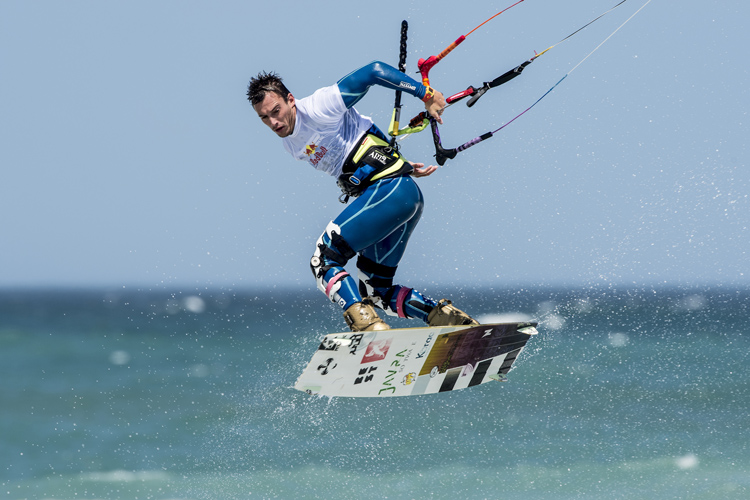 Kiteboarding: never as easy as it looks | Photo: Kolesky/Red Bull
